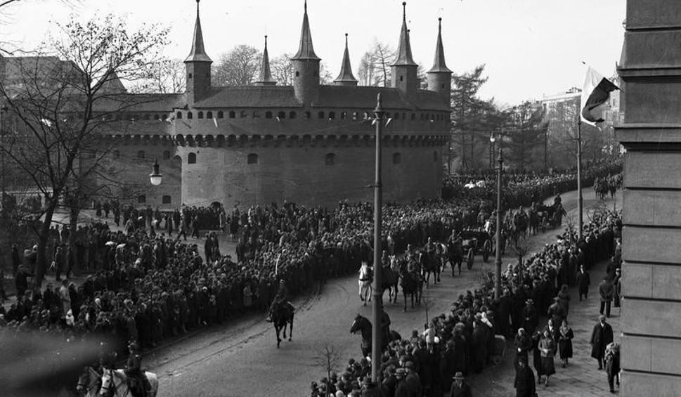 Film do artykułu: Kraków: Święto Niepodległości 11 listopada sprzed lat [ARCHIWALNE ZDJĘCIA]