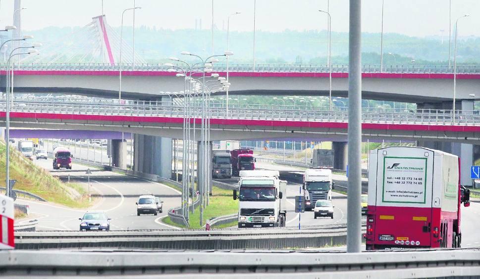 7a74ead3a3c5c W Gliwicach Sośnicy przecinają się autostrady A1 i A4. To jeden z  największych węzłów autostradowych