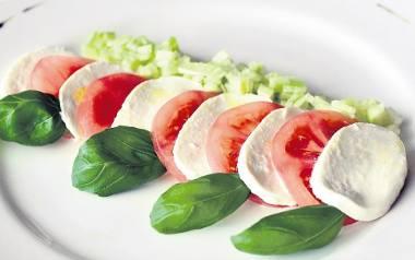 Mozzarella z pomidorami i ogórkiem