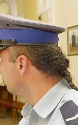 Długowłosy policjant przegrał w sądzie