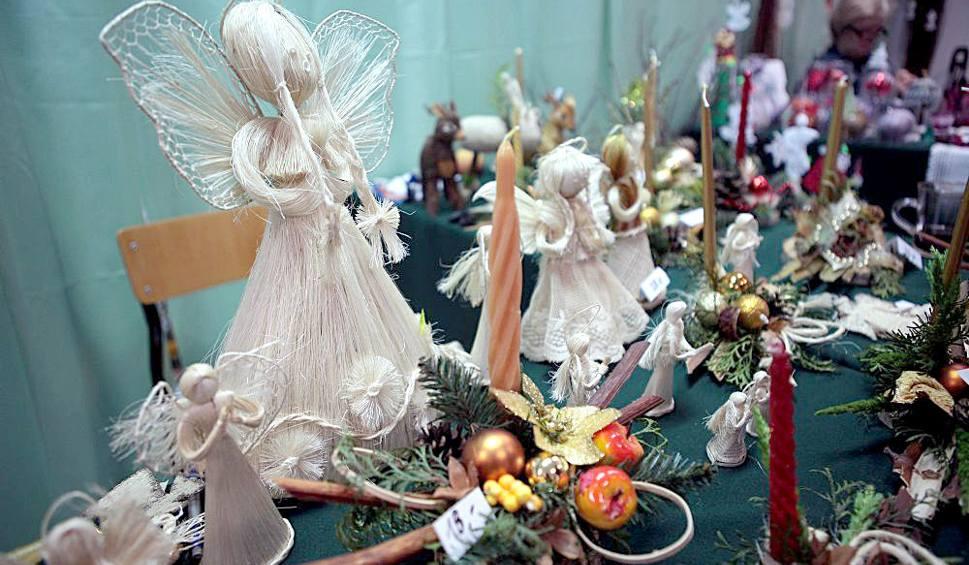 Film do artykułu: Stroiki świąteczne: piękne ozdoby świąteczne na stół wigilijny. Jak ozdobić stół na Boże Narodzenie [ZDJĘCIA]