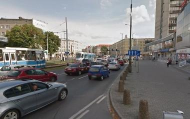 Plac Legionów - nowe malowanie pasów na Piłsudskiego od pl. Orląt Lwowskich