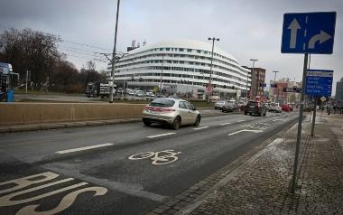 Likwidacja drugiego pasa do jazdy prosto na ulicy Kazimierza Wielkiego przez Pl. Dominikański