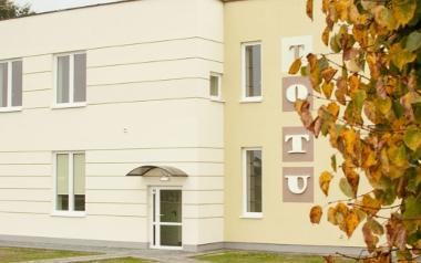 """Ośrodek Terapii Uzależnień """"TO TU"""" w Karnicach"""