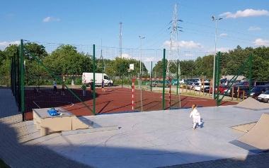 Plac zabaw, rodzinne sportowisko przy ul. Chmielnej w Zielonej Górze
