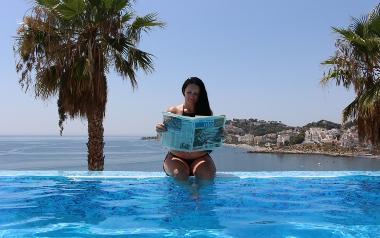 Cudowny wypoczynek na wybrzeżu Costa del Sol, na którym nie mogło zabraknąć ulubionej gazety :)