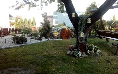 Ogród Łukasza Sosny w Kozłowie, powiat włoszczowski