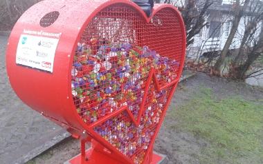 Pojemnik na plastikowe nakrętki w kształcie serca - Stal - Serwis