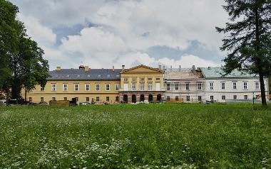 """Koszęcin - Siedziba Zespołu Pieśni i Tańca """"Śląsk"""" im. Stanisława Hadyny - Kompleks Pałacowo-Parkowy"""