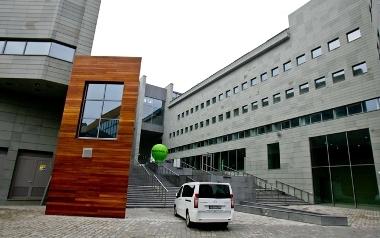 Nowa biblioteka Uniwersytetu Wrocławskiego przy moście Pokoju