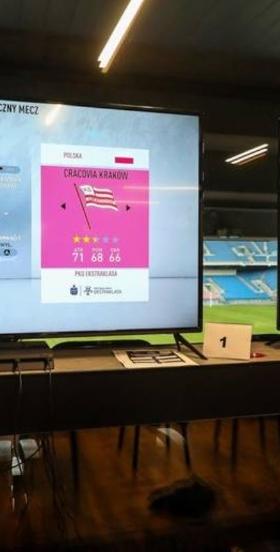 Najwyżej ocenieni piłkarze Ekstraklasy w historii gry FIFA. Pamiętasz te karty? [QUIZ]
