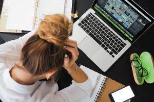 Czy zdarza Ci się po pracy sprawdzać firmową skrzynkę lub media społecznościowe firmy?