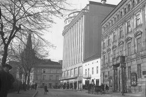 Zaczynamy od prostego pytania. Charakterystyczny budynek znajduje się przy ulicy...