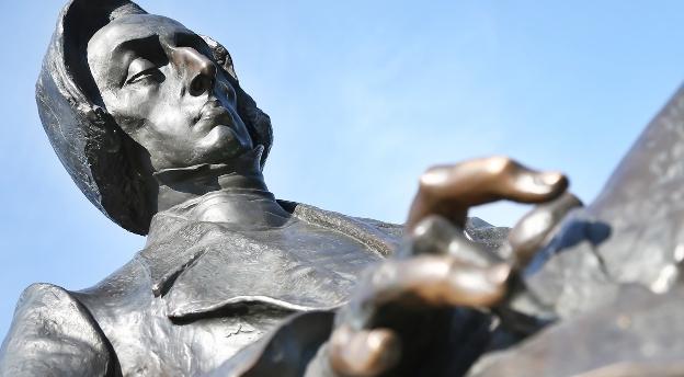 Quiz fotograficzny, czy rozpoznasz postaci z wrocławskich pomników?