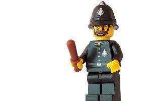 Czy można oberwać pałką od policjanta? Można. A co, jeśli śnimy o biciu policjanta?