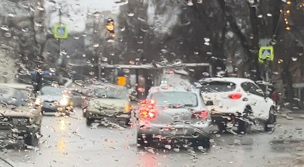 Czy wiesz, jak prowadzić samochód w złych warunkach pogodowych? Pytania z oficjalnych testów. QUIZ
