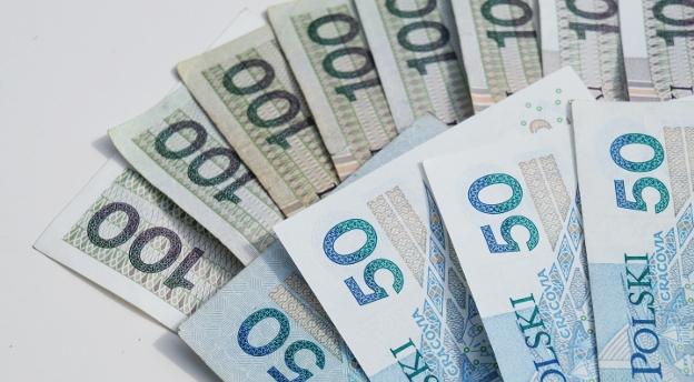 Uważasz, że wiesz, ile się w Polsce zarabia? Możesz się zdziwić! [QUIZ]