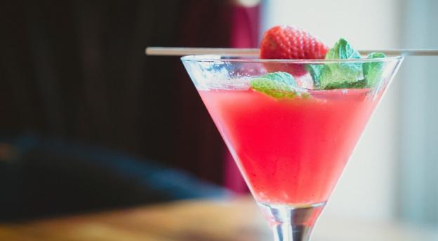 Czy sprawdzisz się jako barman? Sprawdź, czy wiesz jak zmiksować te klasyczne drinki? +18
