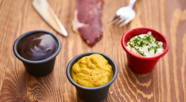 Masz pewność, że wiesz, co jesz? Z czego jest musztarda, jak powstaje masło?