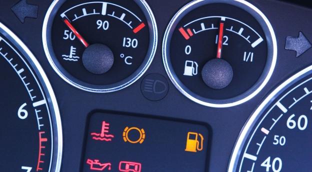 [QUIZ] Czy wiesz, co oznaczają kontrolki w samochodzie?