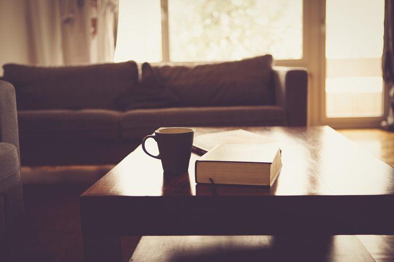 """Jeśli właściciel opisał mieszkanie jako """"przytulne"""" lub """"kameralne"""", to jest ono..."""