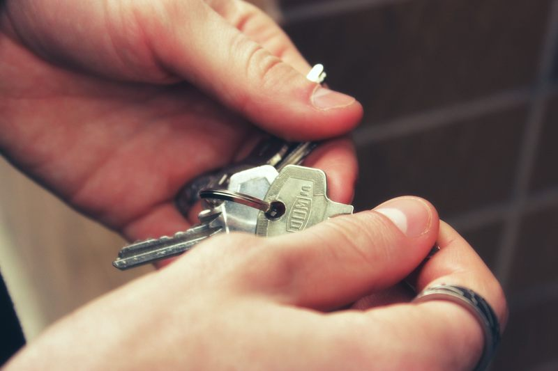 Czy właściciel może wejść do mieszkania pod Twoją nieobecność?