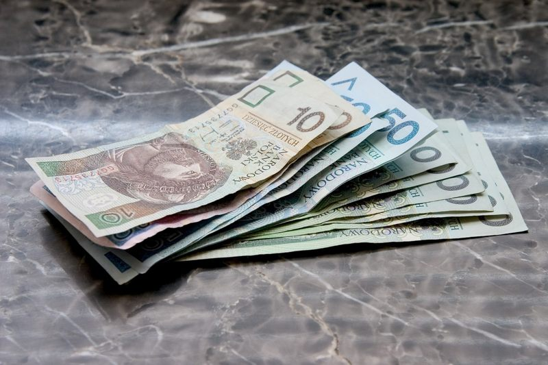 Wynagrodzenie 2700 zł brutto jest...