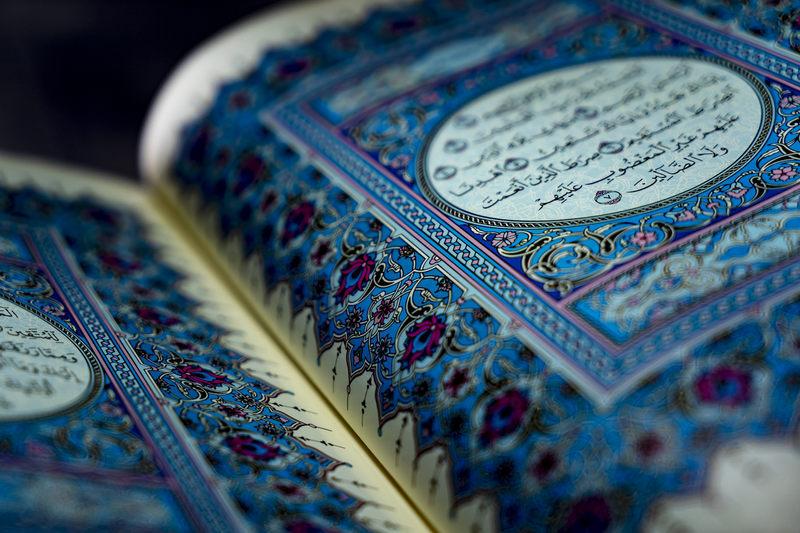 Według nauk islamu, Koran został przekazany Mahometowi przez którego anioła?
